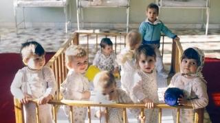 """""""Orfanii lui Ceauşescu"""". De ce au creierele cu 8,6% mai mici"""