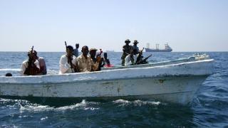 Opt membri ai echipajului unei nave indiene deturnate de pirați somalezi, eliberați