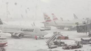 Traficul pe Otopeni, blocat! Aeronavele nu au permisiune de aterizare și survolează zona!