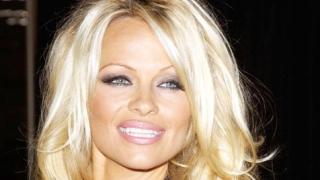 Pamela Anderson oferă amănunte despre relația ei cu Julian Assange