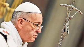 """Papa, îngrijorat de persoanele gay. """"Nu trebuie să facă parte din Biserica Catolică"""""""
