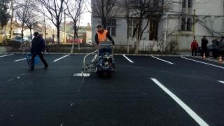 Până la sfârșitul săptămânii, trei parcări noi pe aleea Lăcrămioarei