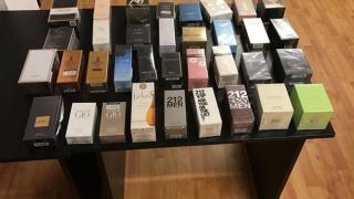 Prins în timp ce comercializa parfumuri fără acte