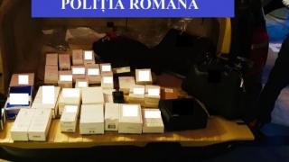 Parfumuri contrafăcute ascunse în portbagaj, descoperite în vamă