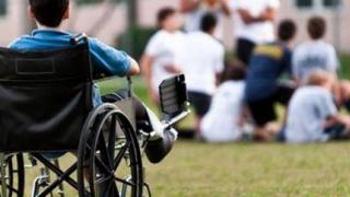 Audienţă fără răspuns la Ministerul Finanţelor, pentru părinţii copiilor cu dizabilităţi