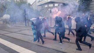 Forţele de ordine au utilizat gaze lacrimogene împotriva manifestanţilor, la Paris