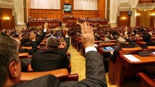 Parlamentarii muncesc într-un an cât alții într-o lună