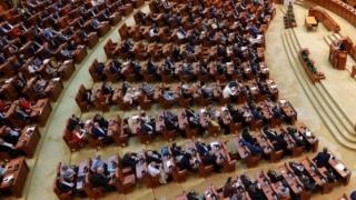 Parlamentarii votează luni învestirea Guvernului Orban