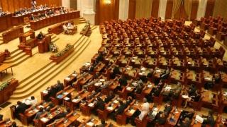 Parlamentul, convocat în sesiune extraordinară. Indemnizaţiile pentru creşterea copiilor, plafonate