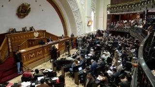 Deputații, jurnaliștii și angajații, sechestrați în Parlamentul din Venezuela