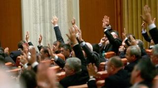 Închisoarea de weekend şi cea la domiciliu trec de Parlament