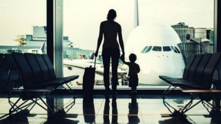 Plecați în străinătate? Atenție la documentele de călătorie ale copiilor!