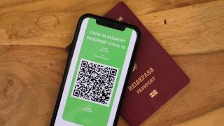 Șapte state membre UE eliberează de astăzi pașaport COVID