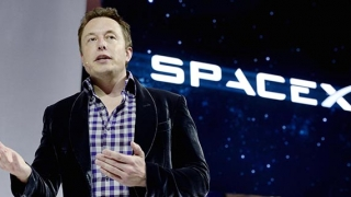 Elon Musk crede că umanitatea ar putea fi salvată de baze pe Lună şi pe Marte