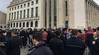 Poliţişti şi angajaţi din penitenciare, la protest în faţa Guvernului