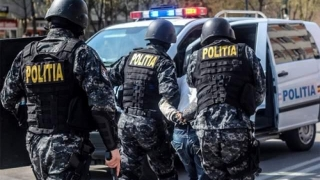 22 de percheziții la persoane bănuite de evaziune fiscală, spălare de bani și contrabandă