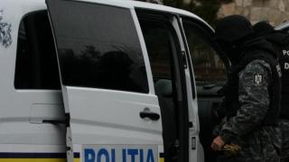 Percheziții la 20 de persoane suspectate de implicare în comerțul stradal cu țigări de contrabandă
