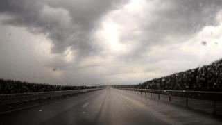 Centrul INFOTRAFIC: pericol de acvaplanare pe autostrada A2 Bucureşti-Constanţa, din cauza ploii torenţiale