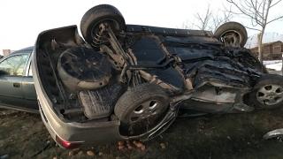 Accident grav în județul Constanța! Un autoturism s-a răsturnat