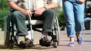 Persoanele cu dizabilităţi şi însoţitorii lor, categorii folosite nepermis de mult în scop politic