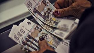 Piaţa financiară mondială, cutremurată! Dolarul distruge rubla!