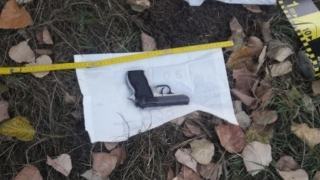 Bărbatul care a furat pistolul jandarmeriței la protestul din 10 august, arestat preventiv