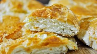 Plăcintă românească și compot asortat