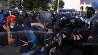Mii de plângeri împotriva jandarmilor către lideri ai UE, NATO şi ONU