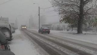 Pleci la drum pe ger și ninsoare? Ce recomandă autoritățile