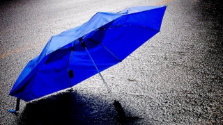 Vremea se răceşte accentuat şi revin ploile în România