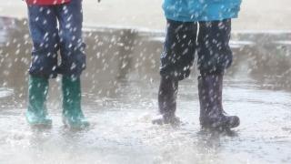 Alertă meteo! Ploi torenţiale şi vânt puternic, în aproape toată ţara