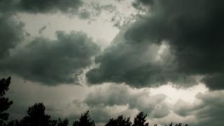 Sâmbătă va ploua în mare parte din ţară, iar de duminică vremea se va încălzi
