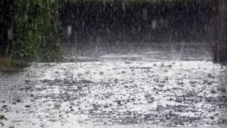 Ploi, vânt şi grindină până vineri