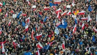 Mii de manifestanți la Gdansk, în sprijinul lui Lech Walesa