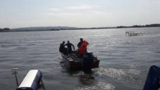 Turişti români aflați în pericol de scufundare pe Dunăre