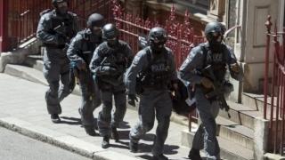 Poliția belgiană a oprit cu focuri de armă un vehicul suspect