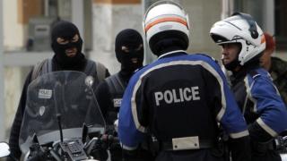 Persoane suspectate că pregăteau un atentat în Franța, arestate