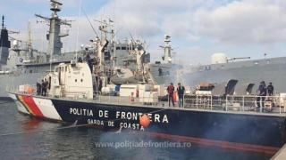 Poliţişti de frontieră români au salvat 400 de persoane de la înec în Marea Egee