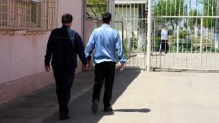 Măsuri de protecție a polițiștilor din centrele de detenție: vor face analize, vor avea măști și mănuși
