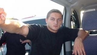 Starea poliţistului lovit în cap cu sabia se îmbunătăţeşte