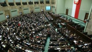 Conservatorii polonezi au adoptat două legi controversate privind reforma justiției
