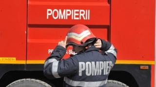 Pompierii, în alertă! O casă din Constanța a fost cuprinsă de flăcări!