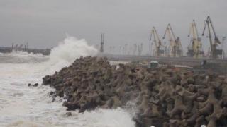 Porturile sunt închise în Județul Constanța, din cauza vântului puternic