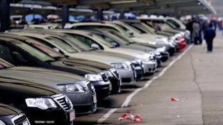 Unu din trei români nu-și permite o mașină