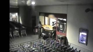 Percheziții în dosarul aparatelor PayPoint furate din hypermarketuri