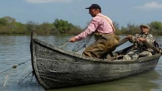 Pescuitul ilegal i-a lăsat și fără pește și fără lotcă