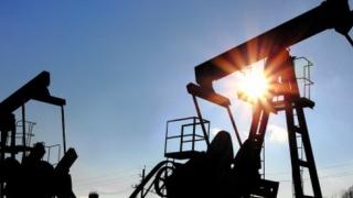 Petrolul scade sub 50 de dolari barilul