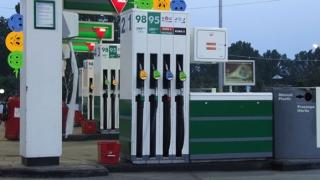 """Acciza la carburanţi e mai mare, dar încasările statului s-au """"prăbuşit"""""""