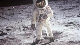 NASA vrea să trimită prima femeie pe Lună în următorii cinci ani