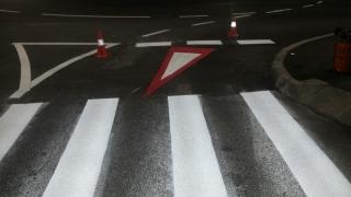 Primăria desenează zebre pe șosele